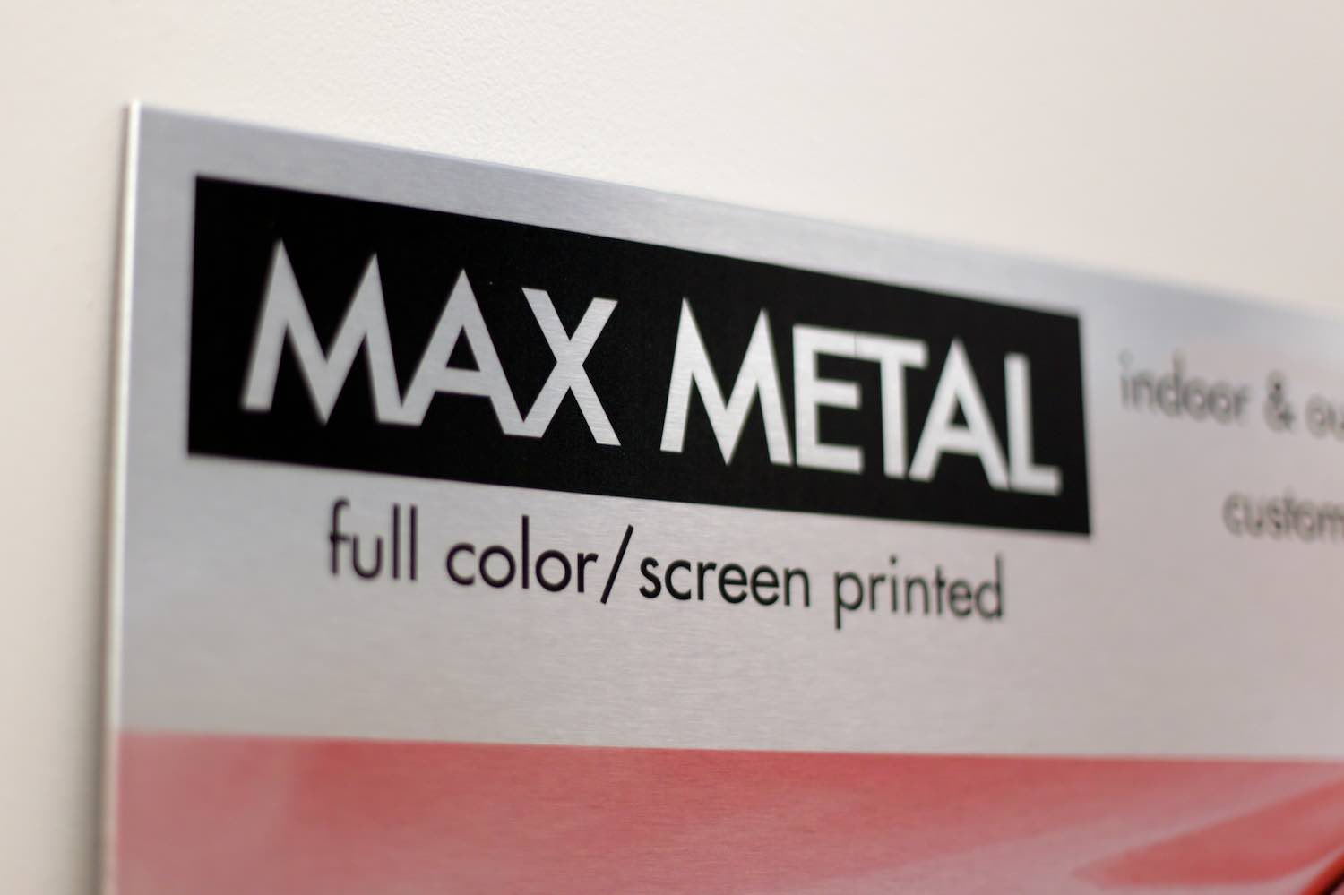 A Composite Metal Comprised Of Aluminum Sheets Surrounding High Density Polyethylene Core Able To Direct Print Material As Well Vinyl